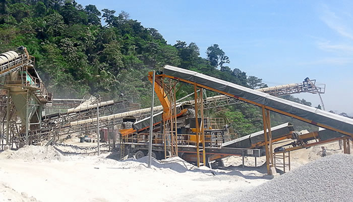 马来西亚建筑骨料用移动式破碎筛分生产线01