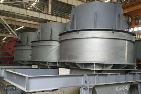 高质量的破碎机、振动筛、移动站等产品生产进行中